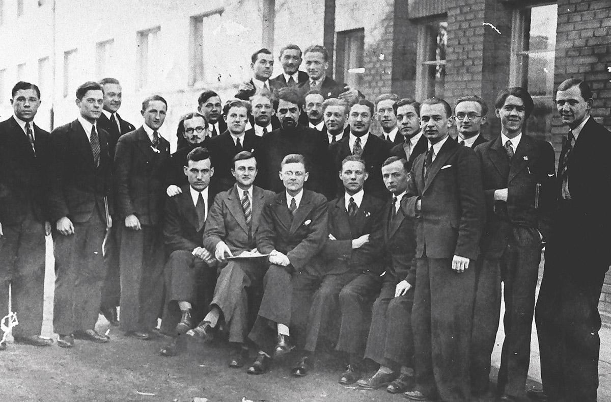 Św. Grzegorz Peradze wśród studentów UW, 1935 r.