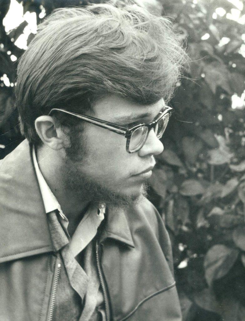 To przejaw zarozumiałości autora. Z powodu braku zdjęcia bohaterki anegdoty umieścił on swoją podobiznę z 1966 r. jako naocznego świadka opowiedzianego zdarzenia. Fot. Ryszard Wyrwicki, archiwum prywatne autora.
