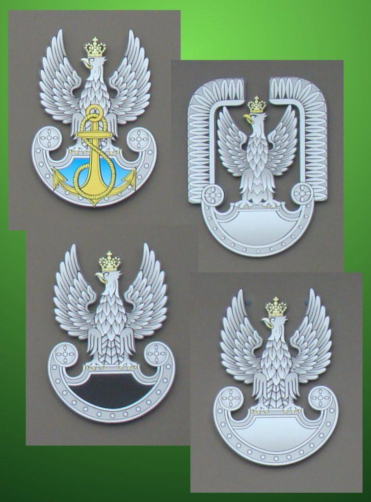 Na zdj. orzełki rodzajów sił zbrojnych do wyboru przy odpowiedzi na egzaminie, w 1966 r. były one bez koron. Fot. Andrzej Kozłowski, 2016 r.