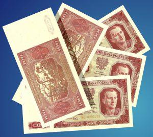 """""""No to po stówie od łebka!""""; banknoty z kolekcji autora. Fot. Andrzej Kozłowski, 2016 r."""
